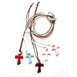 02A2 - Ciondolo per collo in pelle forma di croce TAU