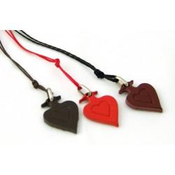03A2 - Ciondolo per collo in pelle - cuore-croce stampato con cordoncino cerato