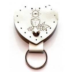 0321 - Portachiave in pelle a forma di cuore con tasca per decina o piccola coroncina